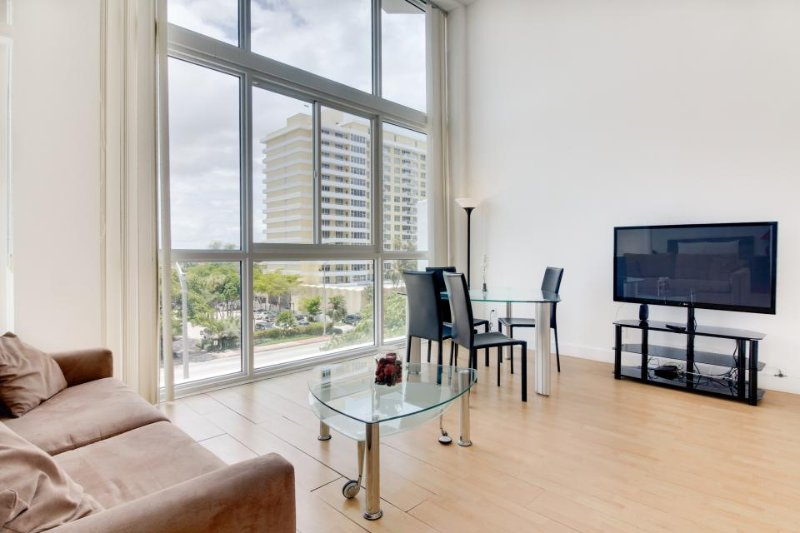 Light-filled condo with beach access and a shared pool, gym, and tennis! - Image 1 - Miami Beach - rentals