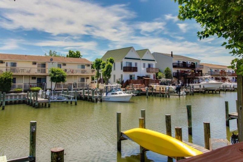Cozy bayfont condo w/prime location near attractions & dock access - Image 1 - Ocean City - rentals