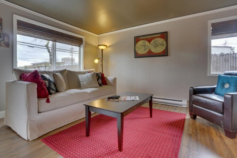 Contemporary wine country cottage in the heart of Dundee! - Image 1 - Dundee - rentals