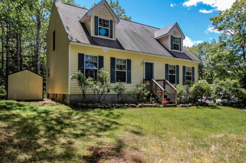Family home with a deck, close to Boothbay attractions! - Image 1 - Boothbay - rentals