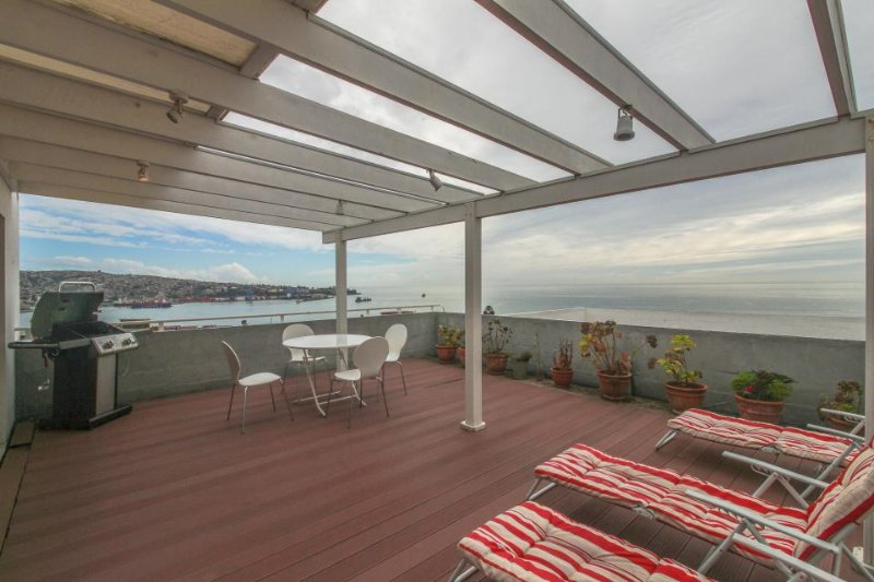 Cozy and light-filled condo with sunny terrace & panoramic views of Valparaiso! - Image 1 - Valparaiso - rentals