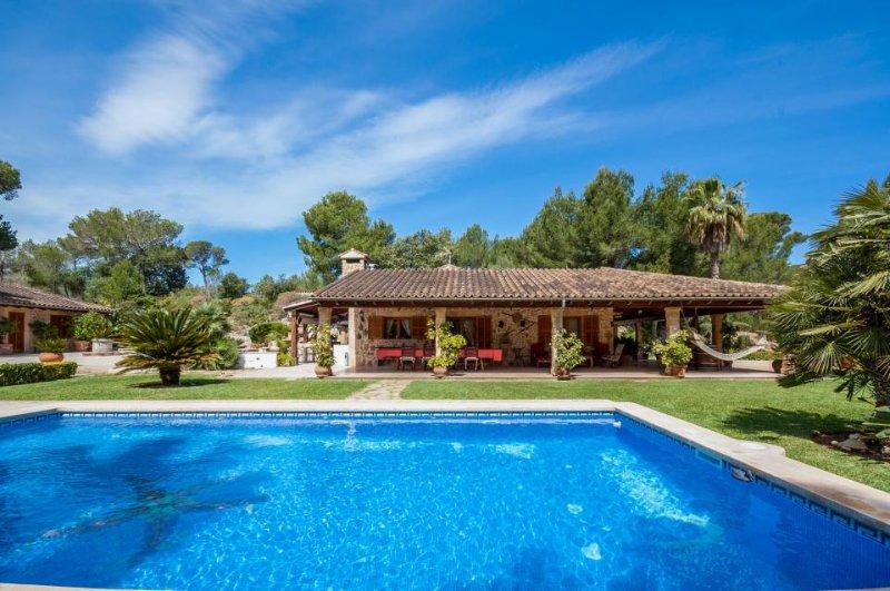 Gorgeous villa w/ private pool, entertainment & beach access - Image 1 - Alcudia - rentals
