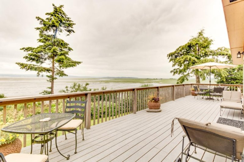 Rustic family home with easy beach access and gorgeous views - dogs OK! - Image 1 - Stanwood - rentals