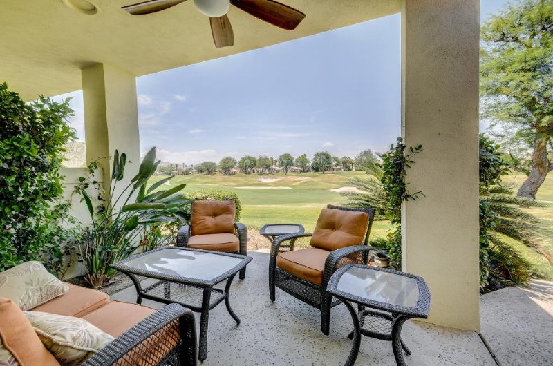 Updated condo right on the golf course w/ shared pool and hot tub - Image 1 - La Quinta - rentals