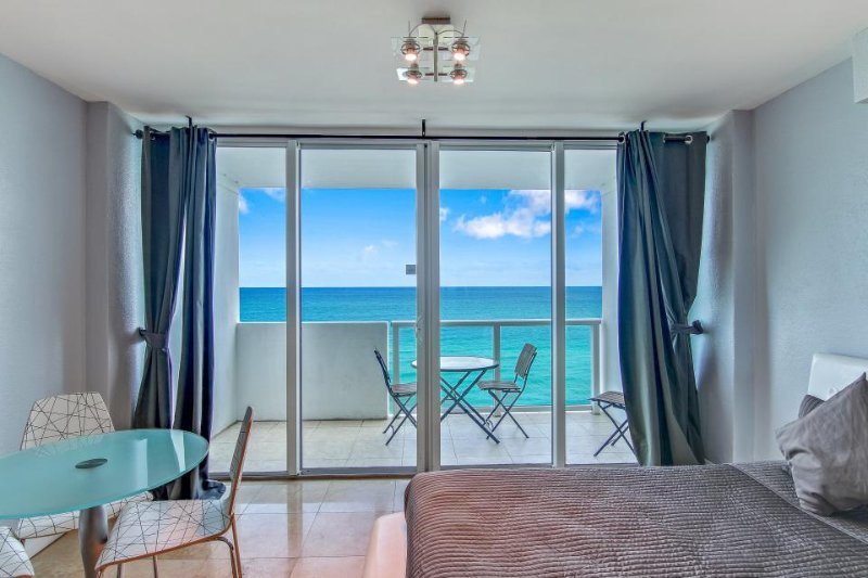 Sweeping oceanfront views & resort amenities aplenty including shared pool - Image 1 - Miami Beach - rentals
