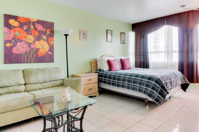 Colorful, charming studio with a shared pool, tennis, and access to the beach! - Image 1 - Miami Beach - rentals