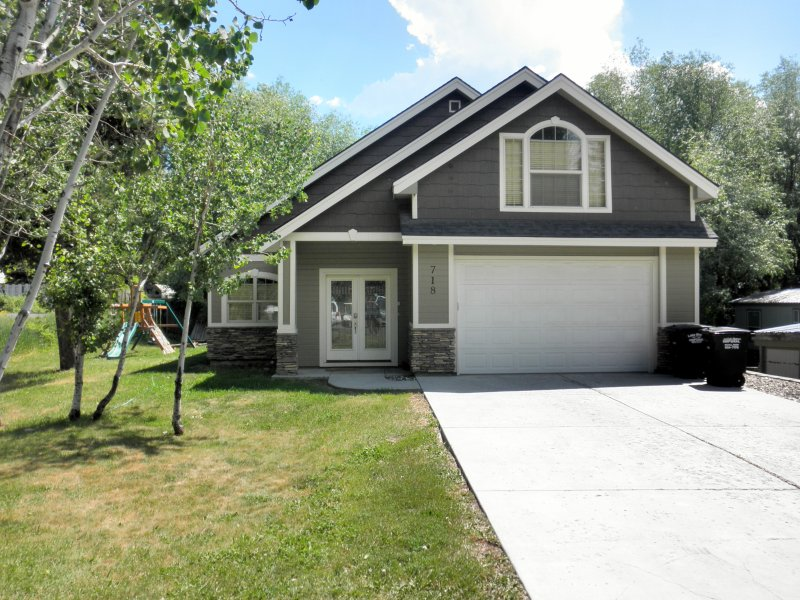 Guest use of two car garage - long driveway for off street parking. - Quiet McCall Retreat - Hot Tub, Game Room - McCall - rentals