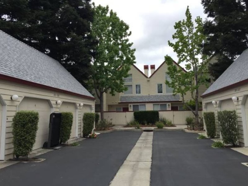 FULLY FURNISHED MODERN TOWN HOME WITH TWO PRIVATE BALCONIES - Image 1 - Redwood City - rentals
