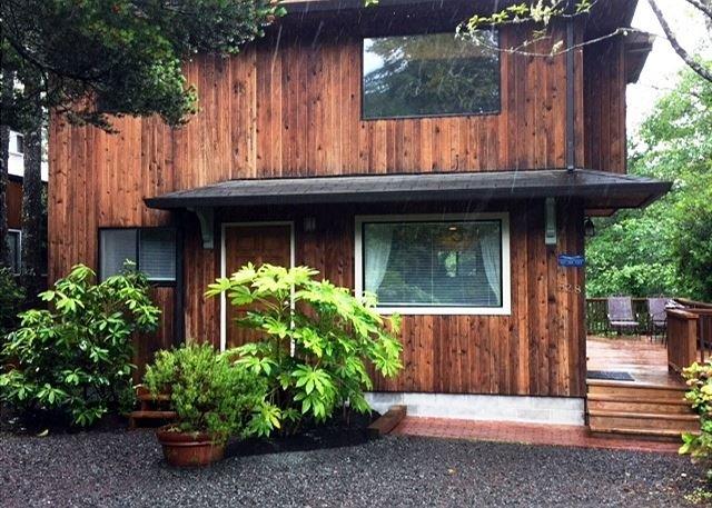 LITTLE APPLE COTTAGE~MCA# 1207~GREAT LOCATION-in a quiet neighborhood - Image 1 - Manzanita - rentals