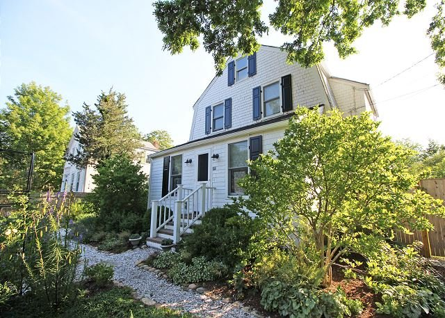 In-Town Vineyard Haven Home - Image 1 - Vineyard Haven - rentals