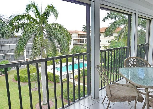 South end condo with heated pool, hot tub and short walk to South Beach - Image 1 - Marco Island - rentals