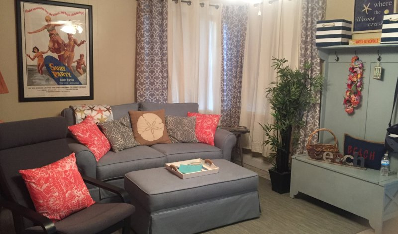 Cute, cozy living room with a full size pull out sleeper. - Quaint! Cool! So Cute!  Old Florida Style Cottage! - Madeira Beach - rentals