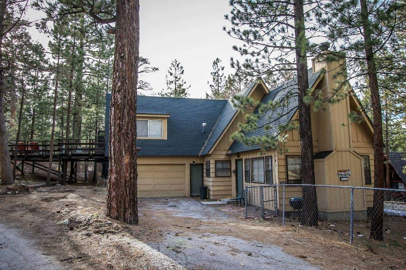 1081- Rainbow on Rose Hill - 1081- Rainbow on Rose Hill - Big Bear City - rentals