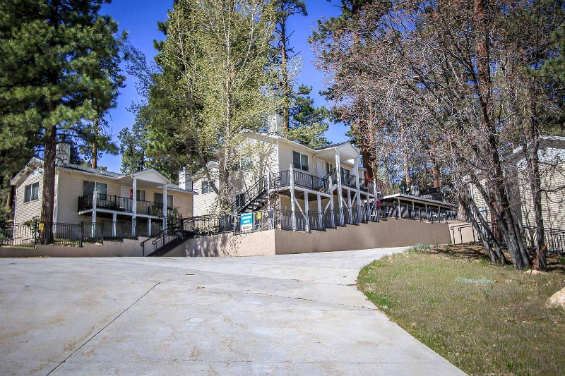 Front View of Lodge - 985 E-Lakeview Lodge - Big Bear Lake - rentals