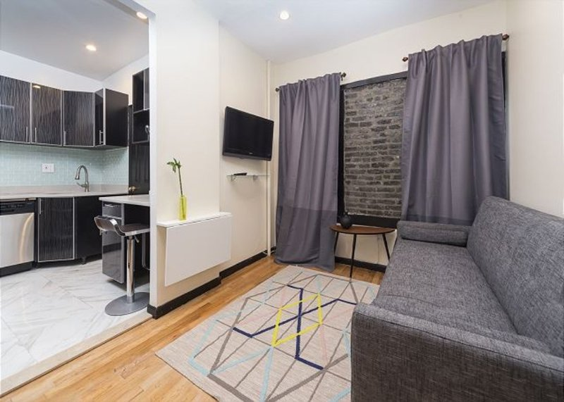 STUNNING AND COMPLETELY RENOVATED 1 BEDROOM, 1 BATHROOM APARTMENT - Image 1 - New York City - rentals