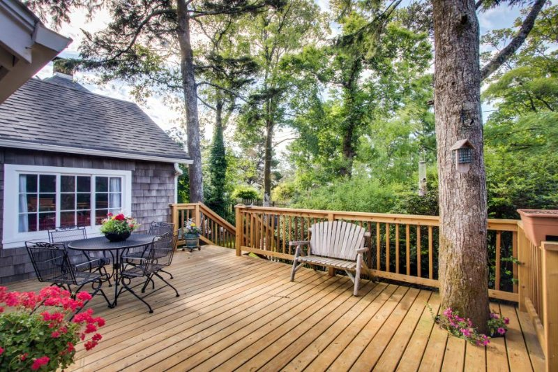 Charming cottage w/ beautiful landscape & easy beach access! - Image 1 - Seaside - rentals