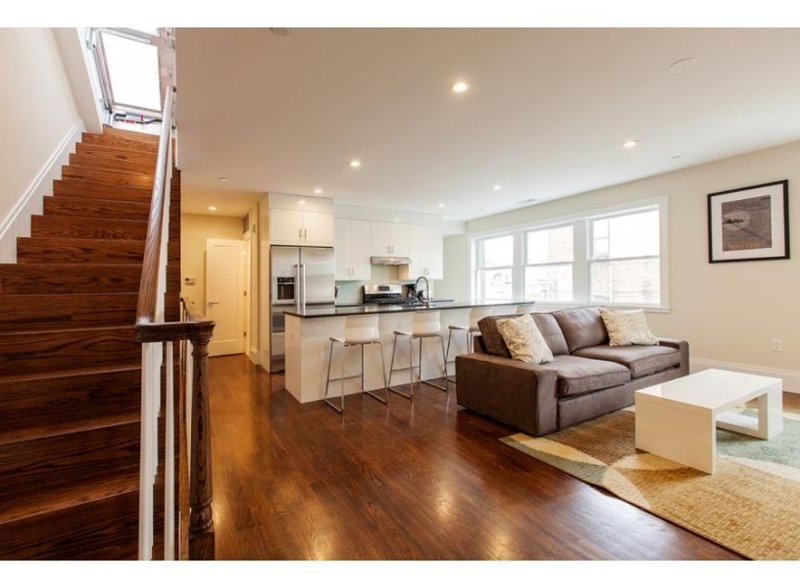 LUXURIOUS, MODERN AND BRAND NEW 2 BEDROOM, 1.5 BATHROOM APARTMENT - Image 1 - Boston - rentals