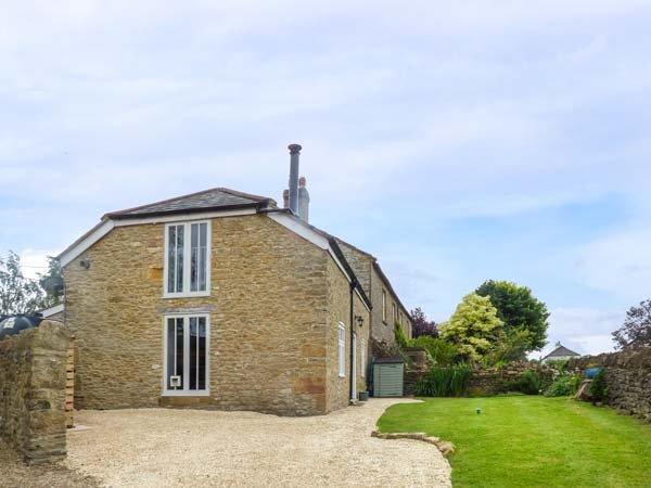 MARRIOTTS STABLE, Grade II listed, woodburning stove, WiFi, cosy accommodation near Beaminster, Ref 936033 - Image 1 - Beaminster - rentals