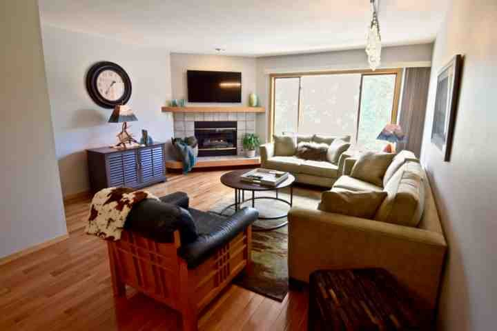 Newly Furnished Family Room-Flat Screen TV - SKI SEASON OPENS NOV 4th! Picturesque/Historic Frisco Near Lake. Pool/HOT TUB. Book Now For Holidays - Frisco - rentals
