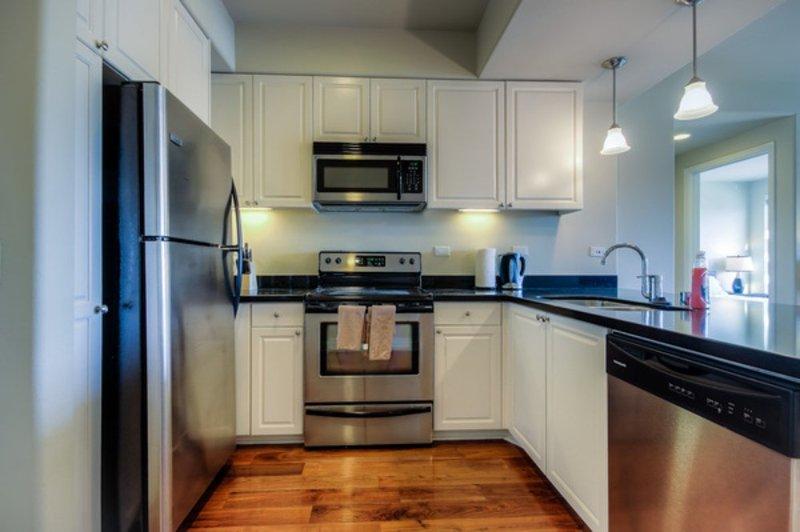 LOVELY  FURNISHED 2 BEDROOM 2 BATHROOM APARTMENT - Image 1 - Glendale - rentals