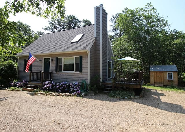 Beautiful Cape with Air Conditioning Close to Town and Morning Glory Farm - Image 1 - Edgartown - rentals
