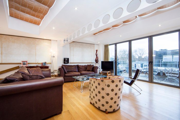Bright and sunny city apartment with spacious room and stunning views! - Image 1 - World - rentals