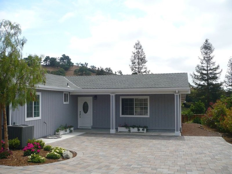 SPECTACULAR AND RELAXING TOWNHOUSE PERFECT FOR A PEACEFUL GETAWAY - Image 1 - Walnut Creek - rentals