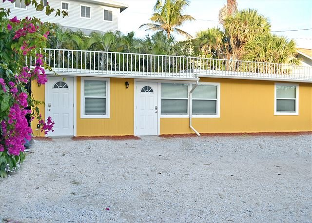 Beachside Studio Located Across from Main Beach and Half Mile to Village - Image 1 - Siesta Key - rentals