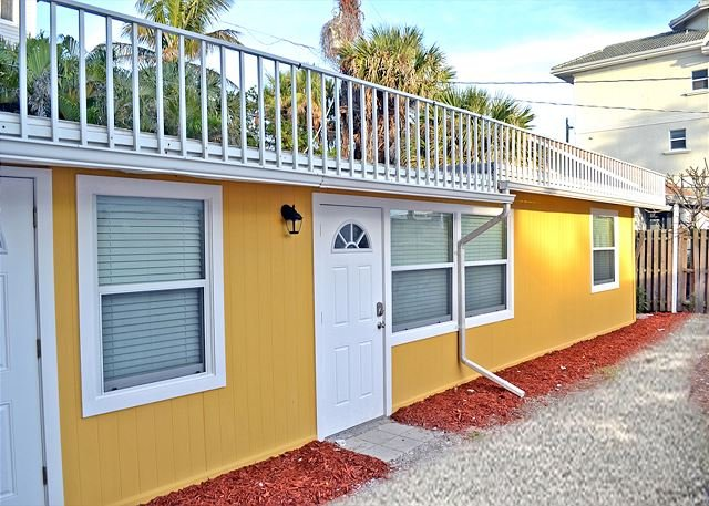 Spacious Renovated 1 Bedroom Siesta Key Beachside Vacation Rental Getaway - Image 1 - Siesta Key - rentals