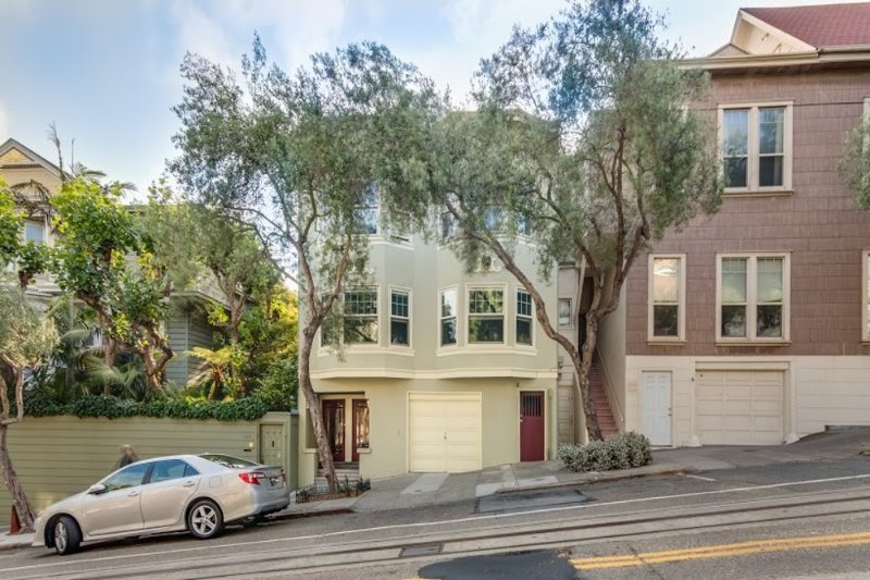 Well-Lit 2 Bedroom Beauty in Russian Hill - Image 1 - San Francisco - rentals
