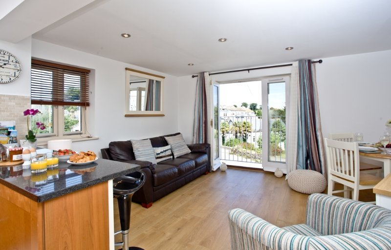 Sea Gem, Endsleigh Court located in Dartmouth, Devon - Image 1 - Stoke Fleming - rentals