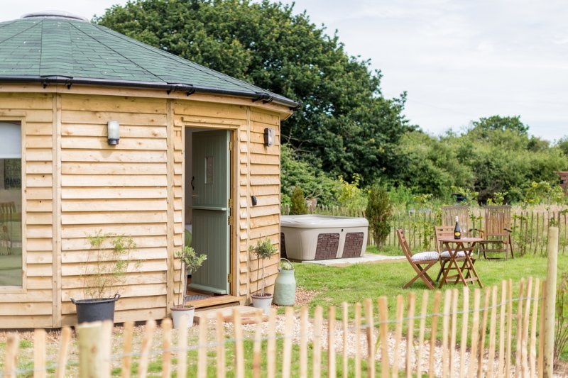 Olive, Buttercup Barn Retreats located in Wootton Bridge, Isle Of Wight - Image 1 - Ryde - rentals