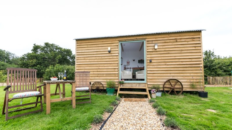 Rosemary, Buttercup Barn Retreats located in Wootton Bridge, Isle Of Wight - Image 1 - Wootton - rentals