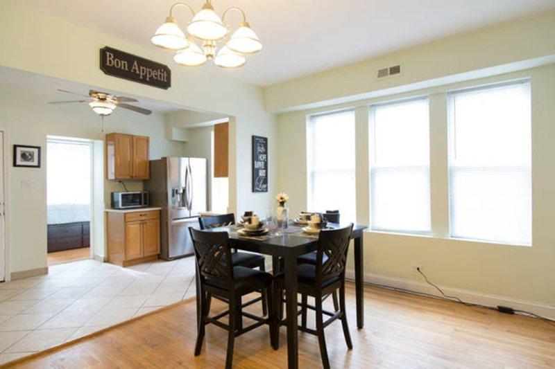Pleasant Living in 2 Bedroom, 1 Bathroom Apartment in Chicago - Image 1 - Chicago - rentals
