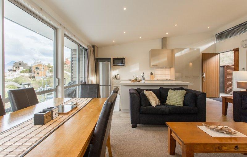 Living/Dining Area - Goldrush Holiday Home #2 - Queenstown NZ - Queenstown - rentals