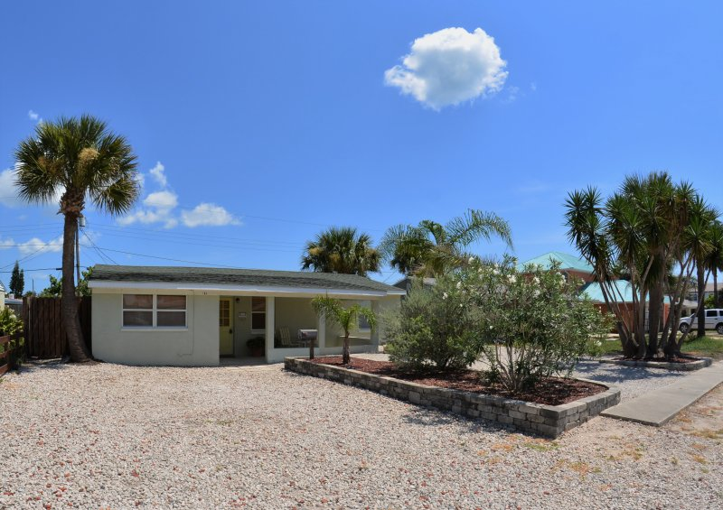 AVAILABLE! March 1 -9     And March 15 - March 19, Large Driveway, Pet Friendlly - Image 1 - Ormond Beach - rentals
