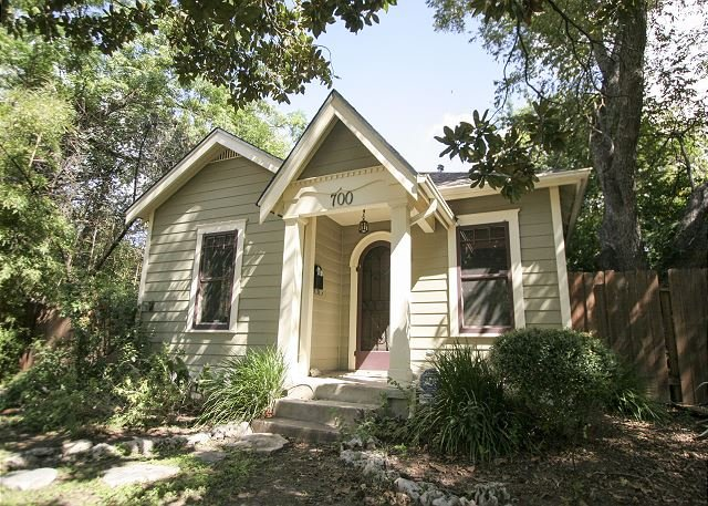 Keasbey Cottage -  2BR/1BA Charming Bungalow w/ Screened Porch, Hyde Park - Image 1 - Austin - rentals