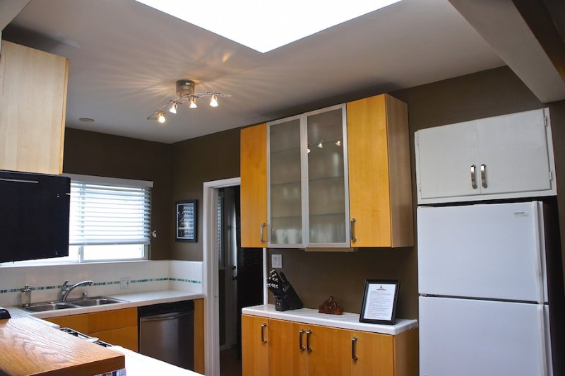 Kitchen - 6th Avenue Venice Sanctuary borders Santa Monica - Los Angeles - rentals