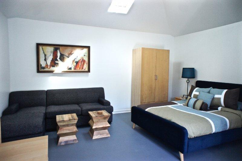 Nowita Sectional Couch - Nowita Walk Street Venice Retreat - Los Angeles - rentals