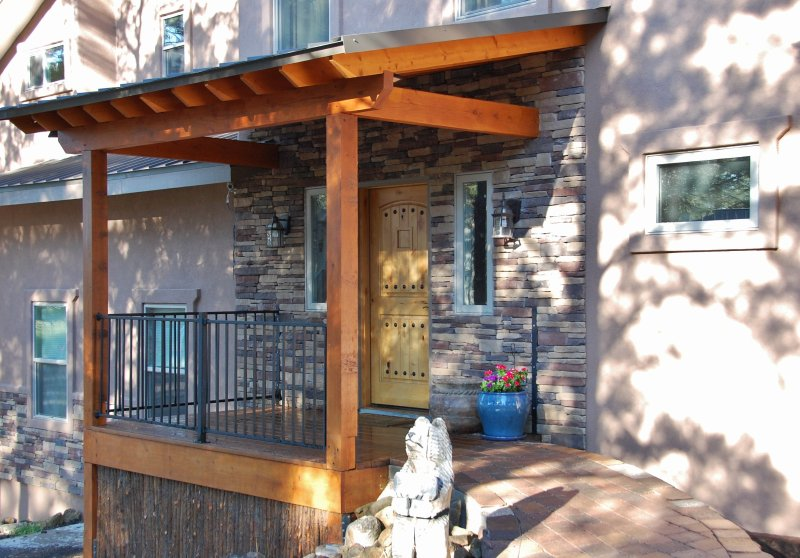Rustic front entry w/ ramp for easy access - Mountain Lookout - Ruidoso - rentals