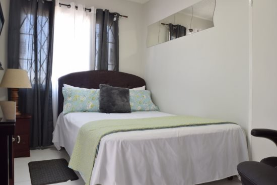 Queen Sized Air Conditioned Bedroom - Jamaica Vacation Rentals - Cozy, One bed, Netflix, HULU (1000+ chanels), New Kingston - Kingston - rentals