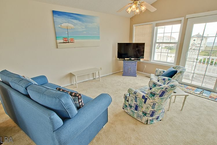 Living room  - Sneak-Away-South Townhome With Community Pool & Beach Access - North Topsail Beach - rentals