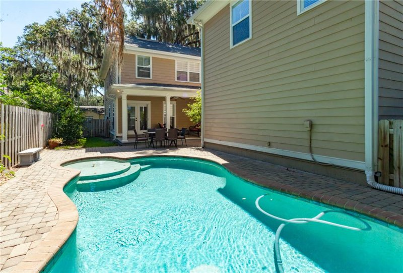 Conch Castle, 5 Bedroom, Private Pool, walk to Historic Downtown, Sleeps 14 - Image 1 - Saint Augustine - rentals