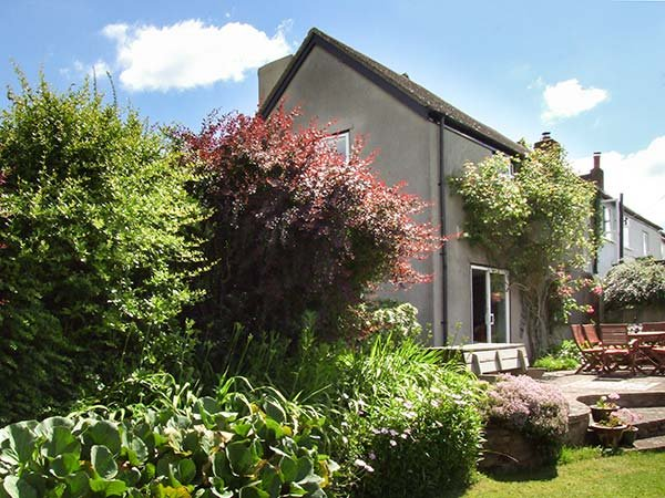 THE OLDE HOUSE, open fire, WiFi, pet-friendly, private enclosed garden - Image 1 - Ross-on-Wye - rentals