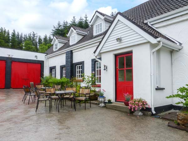 THE SANCTUARY, open fire, solid fuel stove, WiFi,  garden pet-friendly cottage near Corofin, Ref 924287 - Image 1 - County Clare - rentals