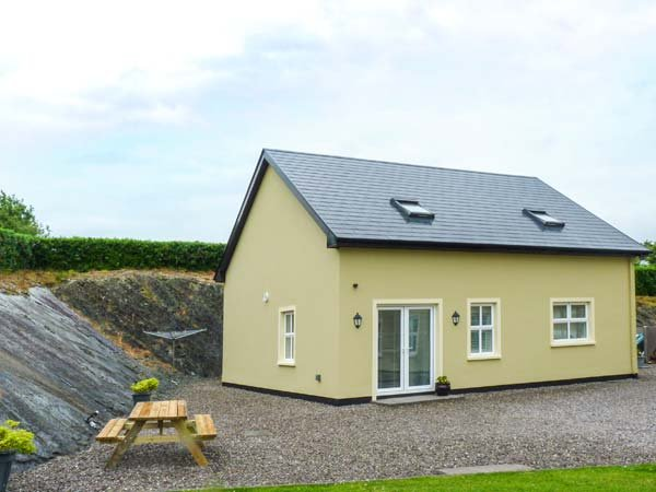ROCK LAWN COTTAGE, detached, WiFi, pet-friendly, off road parking, Bantry, Ref 930764 - Image 1 - Bantry - rentals