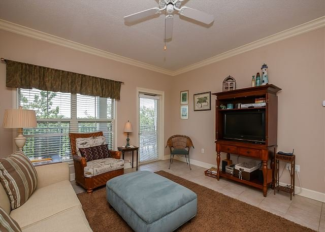 Living Area - 405 NorthShore Place - Beautiful 4th Floor Villa.  Pool & Spa - Hilton Head - rentals