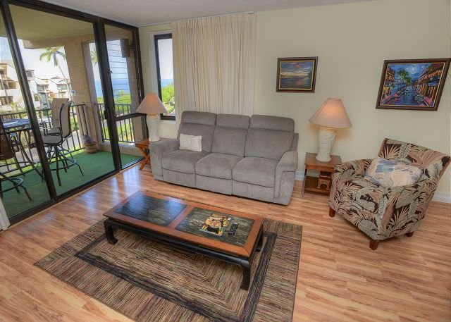 Third Floor Condo with an Ocean View - Image 1 - Kihei - rentals