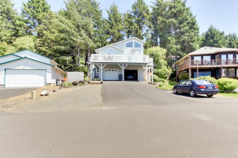 Enjoy ocean views, a wrap-around deck, and a private pool table! - Image 1 - Cannon Beach - rentals