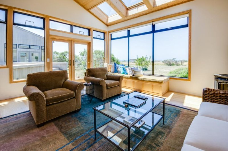 Ocean view dog-friendly home w/ private hot tub & shared pool - Image 1 - Sea Ranch - rentals